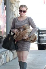 Hilary Duff - Out in LA 10/18/2011