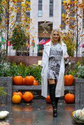 Irina Baeva - Walking Around in Midtown, Manhattan 10/13/2020