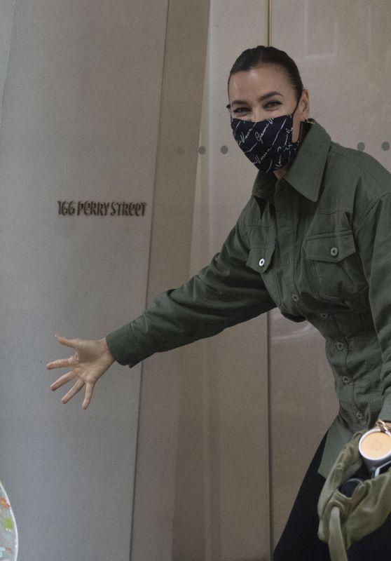 Irina Shayk - Returning Home on a Wet Day in NY 10/29/2020