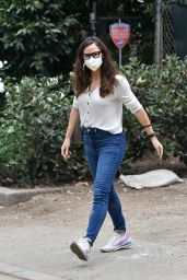 Jennifer Garner - Check On the Construction of Her New Property in Brentwood 10/22/2020