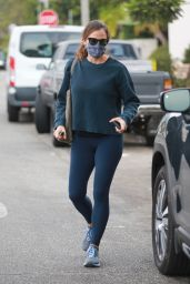Jennifer Garner in Casual Outfit - Alfred Cafe in Pacific Palisades 10/06/2020