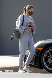 Jennifer Morrison in Casual Outfit - West Hollywood 10/07/2020