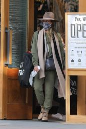 Jessica Alba - Shopping at Urban Outfitters in LA 10/25/2020