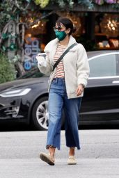 Jordana Brewster Street Style - Out for a Morning Coffee Run in Brentwood 10/11/2020