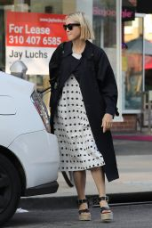 Kelly Rutherford at Kreation Organic Juicery in West Hollywood 10/22/2020