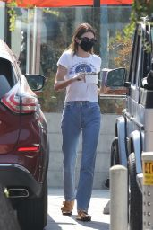 Kendall Jenner Picks up Food and a Fresh Juice Drink in Malibu 10/06/2020