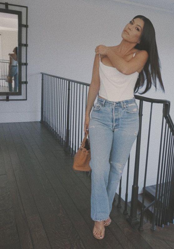 Kourtney Kardashian Outfit 09/30/2020