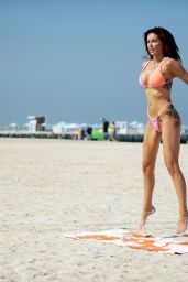 Laura Anderson - Practices the Art of Yoga in Dubai 10/08/2020