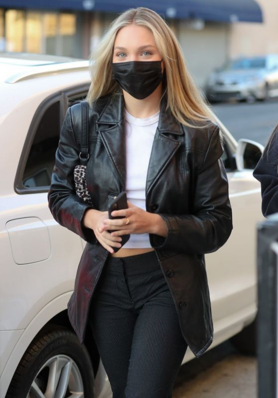 Maddie Ziegler - Arriving at City Market South in LA 10/13/2020