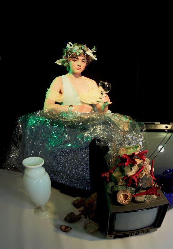 Maisie Williams - Photoshoot for Numero Art October 2020