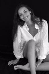 Nicola Cavanis - Photoshoot 2020