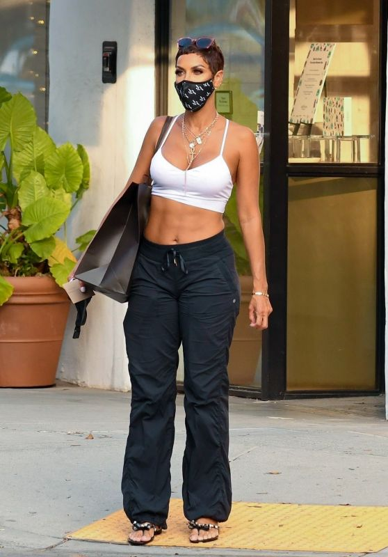 Nicole Murphy - Shopping on Rodeo Drive in Beverly Hills 10/05/2020