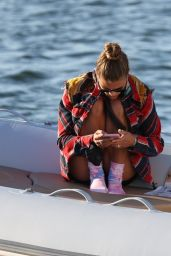 Nina Agdal - Boat Ride in New York 10/04/2020