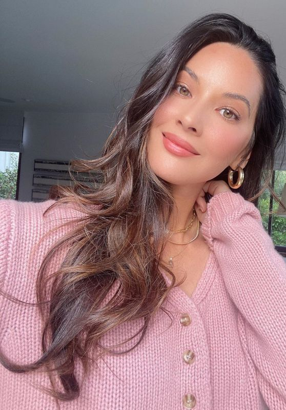 Olivia Munn Outfit - Instagram 10/06/2020