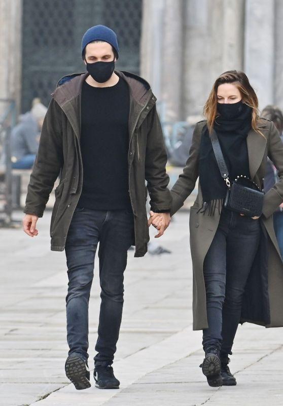 Rebecca Ferguson With Her Boyfriend in Venice 10/22/2020