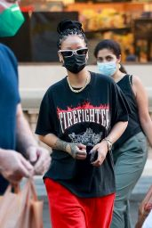 Rihanna Shopping at Ralphs and Bristol Farms in Beverly Hills 10/19/2020