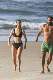 Rose Byrne and Bobby Cannavale - Wategos Beach in Byron Bay 10/22/2020