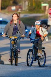 "Sadie Sink and Gaten Matarazzo  - Filming a Golden Hour Scene for ""Stranger Things"" Season 4 in Atlanta 10/20/2020"