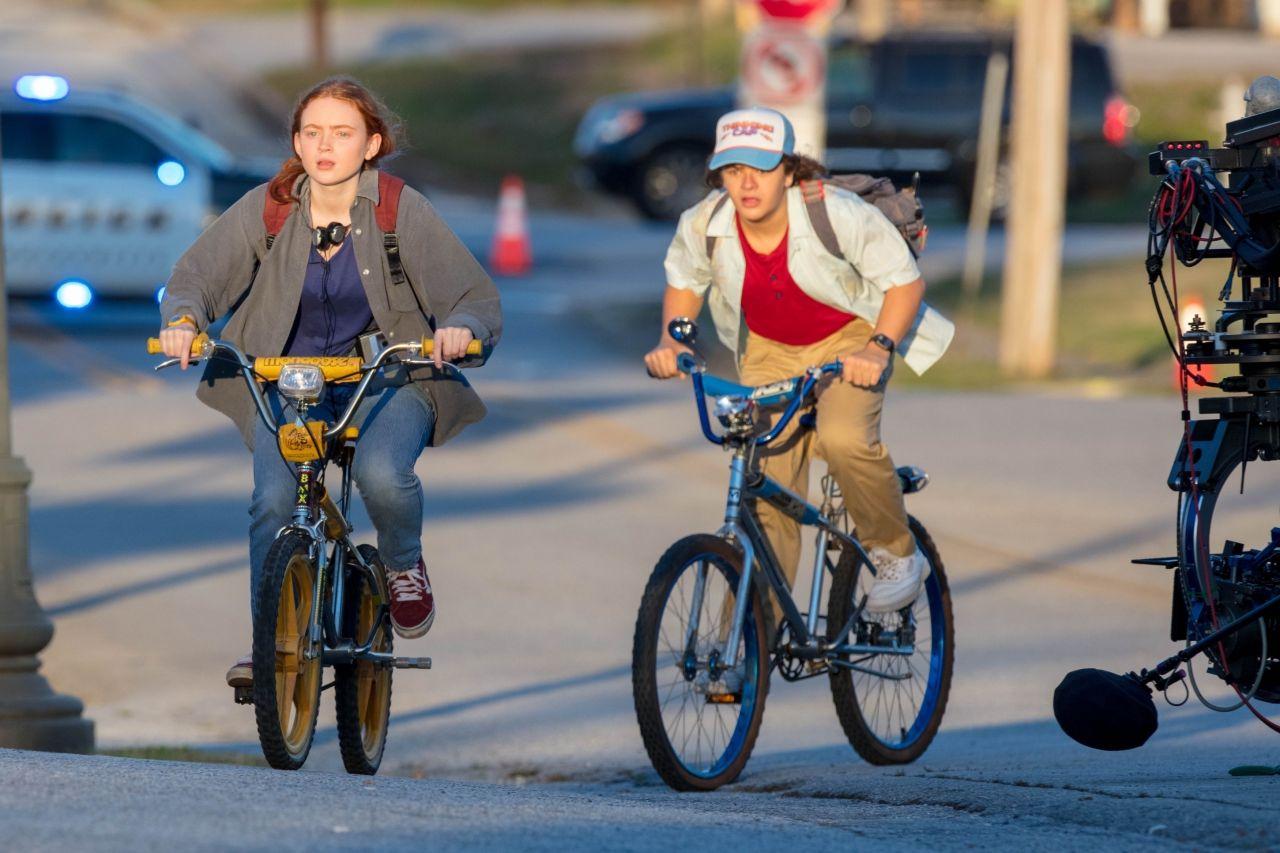 Sadie Sink and Gaten Matarazzo - Filming a Golden Hour