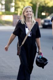 Sarah Michelle Gellar - Out in LA 10/18/2020
