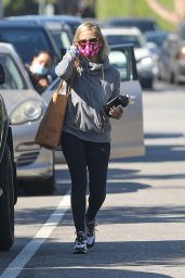 Sarah Michelle Gellar - Stops by Blue Bottle Coffee in LA 10/13/2020