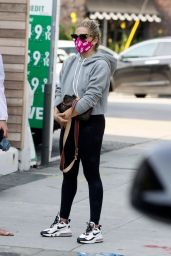 Sarah Michelle Gellar - Wearing a Mask That Says Vote in Los Angeles 10/04/2020