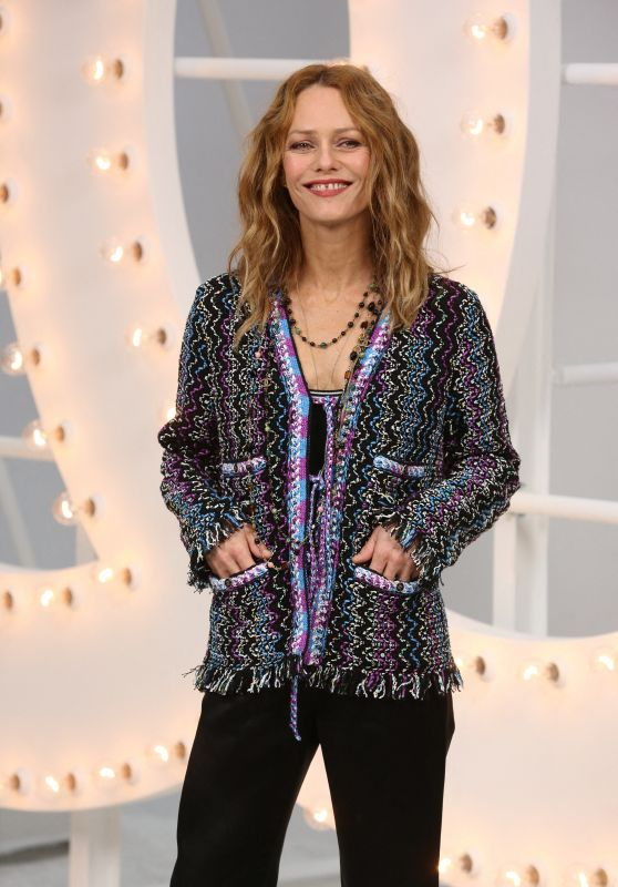 Vanessa Paradis – CHANEL Photocall at the Paris Fashion Week 10/06/2020