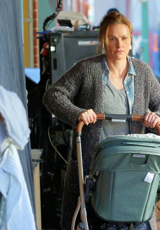 """Anna Paquin - """"Modern Love"""" Filming Set at Healthy Cafe in Schenectady, NY 11/04/2020"""