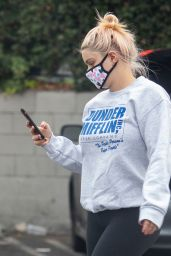 Ariel Winter in a Grey Sweatshirt - Shopping at CVS in Studio City 11/05/2020