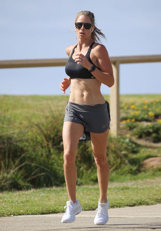 Candice Warner - Morning Run in Sydney 11/25/2020