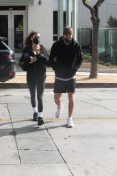 Chantel Jeffries and Chainsmoker Lucas Taggart - Arriving to a Workout 11/25/2020