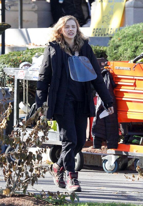 "Chloe Grace Moretz - ""Mother/Android"" Set in Boston 11/09/2020"