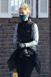 Claire Danes - Jogging in NYC 11/20/2020