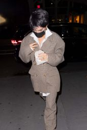 Emily Ratajkowski Dresses Up Like Demi Moore - New York 10/31/2020