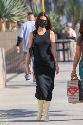 Emily Ratajkowski in a Skintight Black Dress 11/22/2020
