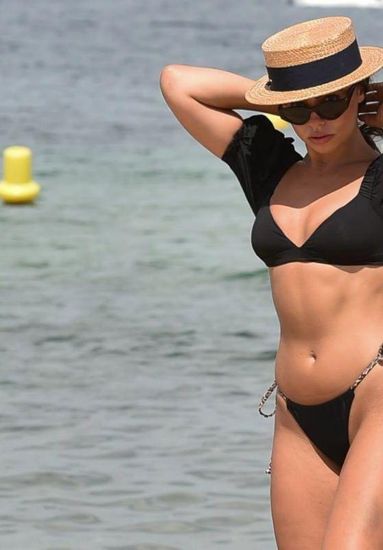 Francesca Allen on the Beach in Dubai 11/25/2020