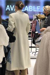 Gigi Hadid - Shopping at the ZARA Store in King Of Prussia, Pennsylvania 11/24/2020