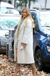 "Hilary Duff - Filming ""Younger"" in New York 11/17/2020"