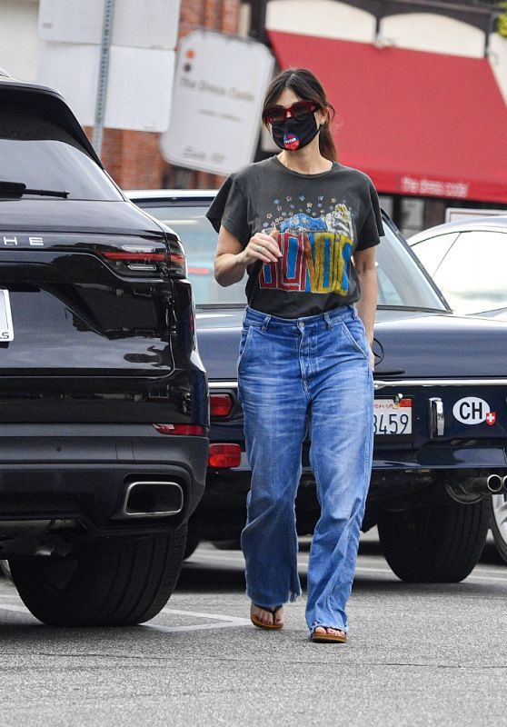 Idina Menzel in Casual Outfit at Sweet Rose Creamery in Brentwood 11/06/2020