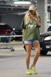Jessica Hart - Grocery Shopping in LA 11/08/2020