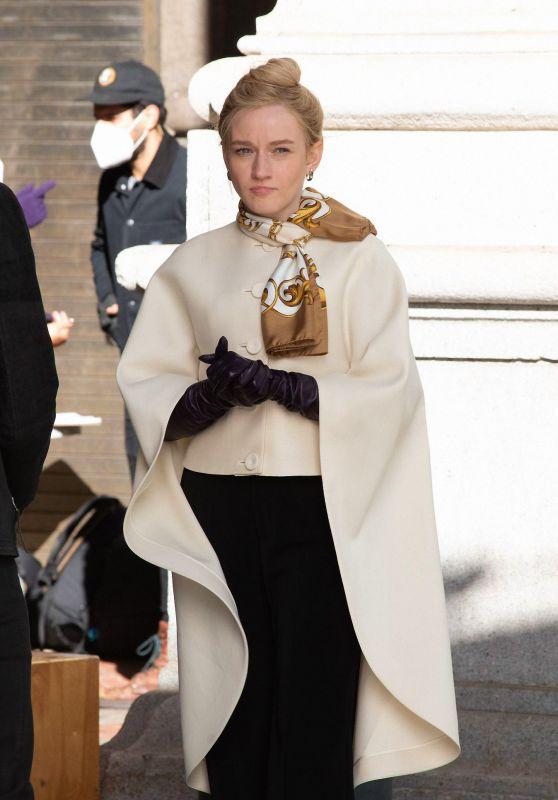 """Julia Garner - """"Inventing Anna"""" Set in NY 11/16/2020"""