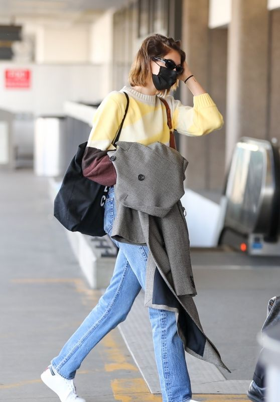 Kaia Gerber - Flying Out of LA 11/23/2020