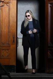 """Kate Hudson - """"Truth Be Told"""" Set in Los Angeles 11/24/2020"""