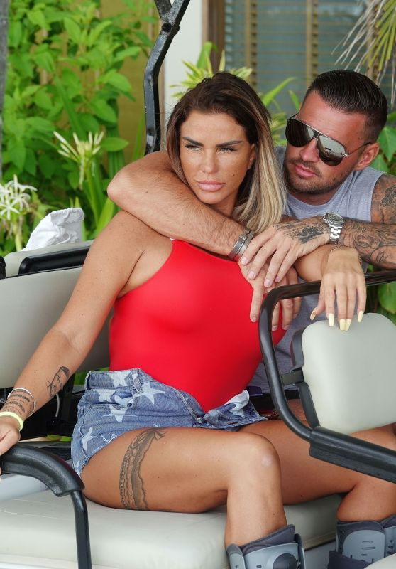 Katie Price and Carl Woods on Holiday in the Maldives 11/05/2020