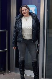 Kelly Brook in a White Jumper and Grey Skinny Jeans - London 11/25/2020