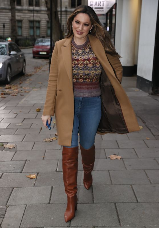 Kelly Brook Street Style - London 11/17/2020