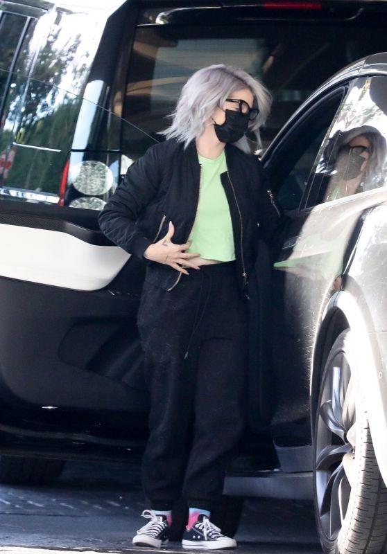Kelly Osbourne - Arrives Home in LA 11/29/2020
