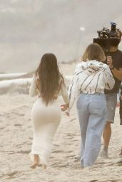 Khloe Kardashian – Filming KUWTK in Malibu 11/09/2020
