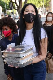 Kimora Lee Simmons - Thanksgiving Meals to the Homeless in LA 11/24/2020