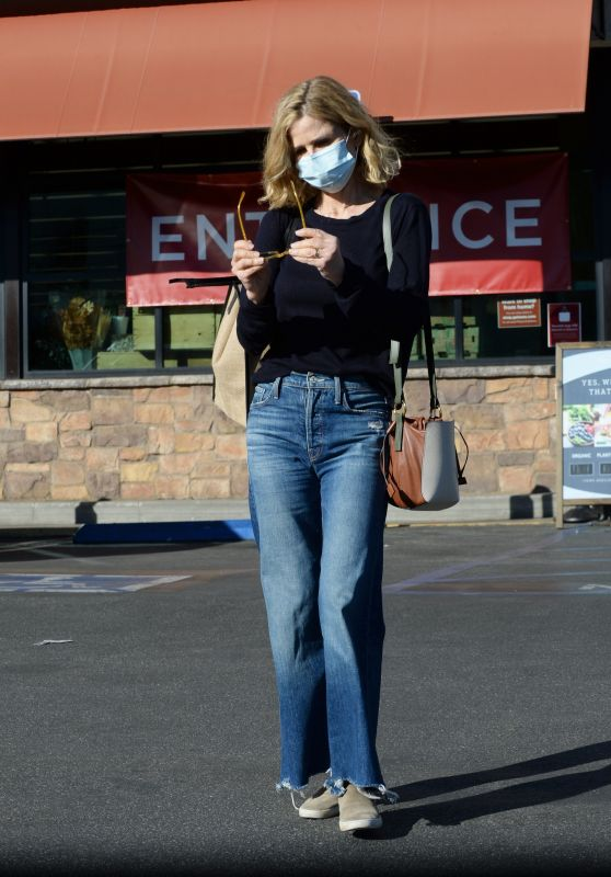 Kyra Sedgwick - Grocery Shopping at Gelsons in Los Angeles 11/29/2020